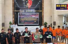 Bea Cukai Riau dan Bareskrim Polri Ungkap Proses Penangkapan Sebelas Penyelundup Sabu-sabu - JPNN.com