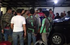 Truk Tabrak Dua Mobil dan Pengendara Ojek Online - JPNN.com