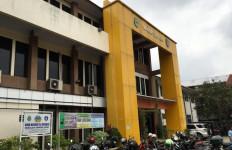 Guru SMAN 12 Kota Bekasi Kerap Pukuli Siswa - JPNN.com