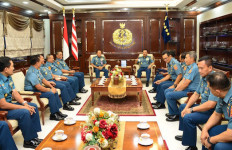 Kasal Terima Pelaporan Korps Kenaikan Pangkat 13 Perwira Tinggi TNI AL - JPNN.com