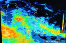 BMKG Imbau Masyarakat Mewaspadai Hujan Lebat Disertai Angin Kencang - JPNN.com