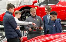 Ferrari Buka Lowongan untuk Siswa Sekolah, Siapa Tahu Ada yang Tertarik - JPNN.com