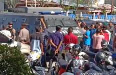 Ricuh, Massa Mantan Kombatan GAM Gagalkan Muswil Partai Aceh - JPNN.com