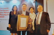 Bos Propan Raya Kris Rianto Adidarma Raih Indonesia Best CEO 2019 - JPNN.com