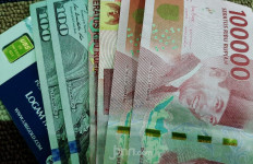 Rupiah Pagi Ini Rp 16.550, Bank Jual Dolar di Angka Rp 16.950 - JPNN.com