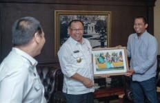 Akhyar Diskusi tentang Pembangunan Medan dengan Pewarta Foto - JPNN.com