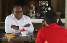 John Wempi Wetipo Puji Bu Mega soal Ide Regenerasi - JPNN.com