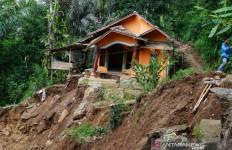 Alat Berat Disiagakan di Daerah Rawan Longsor - JPNN.com
