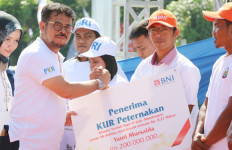 Mentan Serahkan KUR Senilai Rp 36,6 Miliar di Serdang Bedagai - JPNN.com
