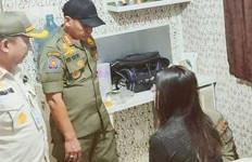 Petugas Keburu Datang, Alat Kontrasepsi Belum Sempat Dipakai - JPNN.com