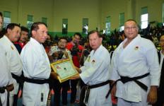 Laksma Ivan Yulivan Anugerahkan Sabuk Kehormatan Inkai Kepada Menpora - JPNN.com