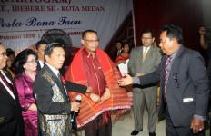 Hadiri Pesta Bona Taon Partogam, Akhyar Ajak Warga Kurangi Sampah Plastik - JPNN.com