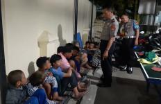 16 Remaja Bawa Senjata Tajam di Jalan - JPNN.com