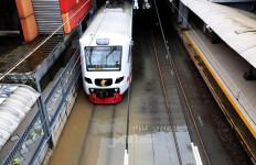 Banjir, KRL Lakukan Rekayasa Pola Operasi - JPNN.com