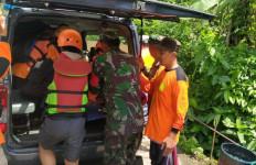 TNI AL Bantu Evakuasi Korban Tragedi Susur Sungai Sempor Sleman - JPNN.com