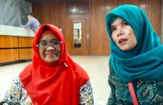 Mbak Titi dan Bu Nunik Honorer K2 Rela Datang dari Kampung Halaman Memantau Rapat di DPR - JPNN.com