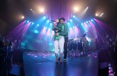 Mawar dan Adipati Dolken Berkolaborasi di Konser Teman Tapi Mesra 2 - JPNN.com