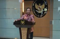 Mahfud: Jumlah WNA yang Masuk ke Indonesia Lebih Tinggi dari Jumlah WNI Keluar Indonesia - JPNN.com