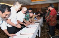 Panglima TNI Saksikan Penandatanganan Force Down Pesawat Asing - JPNN.com