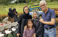 Keluarga Mendiang Ashraf Sinclair Gelar Tahlilan di Malaysia - JPNN.com