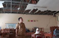 Lihatlah Bangunan Kelas Ini, Bagaimana Siswa Bisa Belajar dengan Tenang? - JPNN.com