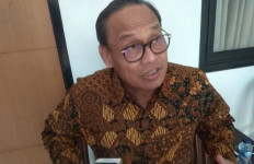 Saat Kegiatan Rektor Menyapa, Profesor Ngadino Surip Apresiasi Kepada Mahasiswa UMB - JPNN.com