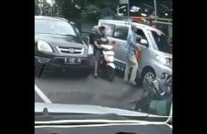 Detik-detik Roman Raygen Pukul Sopir Ambulans yang Sedang Bawa Jenazah - JPNN.com