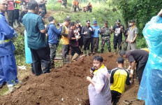 8 Jenazah di Pemakaman Rangga Mekar Bogor Direlokasi - JPNN.com