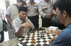 Saking Hobi Sama Catur, Ustaz HNW pun Bikin Turnamen di Jakarta Selatan - JPNN.com