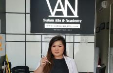 Bisnis Sulam Alis, Fanny Raup Aset Belasan Juta - JPNN.com