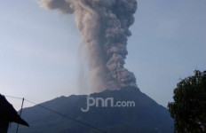 Merapi Erupsi, 13 Penerbangan Dibatalkan - JPNN.com