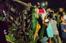 Bus Rombongan Santri Ponpes Purba Masuk Jurang, 3 Orang Tewas, 21 Luka-luka - JPNN.com