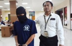 Pria Bejat Memperkosa Anak Tirinya Sebulan Sekali - JPNN.com