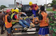 4 Pekerja Pemasang Tiang Kabel Telkom Tersengat Listrik, Dua Tewas, 2 Lainnya Luka-luka - JPNN.com