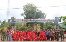 Sambut HUT Kostrad, Satgas Pamtas RI-PNG Gelar Wisata Militer di Kampung Sota - JPNN.com