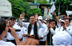 Menko Luhut dan Menteri Siti Pimpin 10 Ribu Orang Bersihkan Pantai Labuan Bajo - JPNN.com