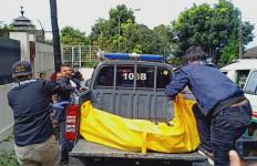 Mayat Wanita di Selokan Depan Hotel, Penuh Luka Sayatan, Tanpa Baju - JPNN.com