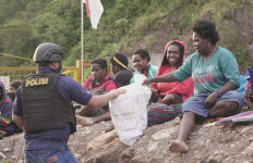 Takut Terhadap KKB, 1.500 Warga Lokal Mengungsi, Sampai Kapan? - JPNN.com