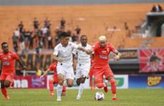 10 Pemain Persipura Bertekuk Lutut di Kandang Borneo FC - JPNN.com