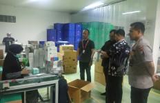 Polda Banten Gerebek Pabrik Masker di Serang - JPNN.com