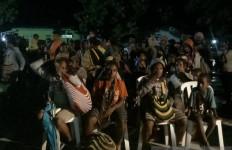 Takut Teror KKB, Ratusan Warga Tinggalkan Kampung saat Dini Hari - JPNN.com