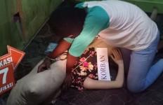 Polisi Gelar Prarekonstruksi, Pembunuh Siswi MTs Itu Peragakan 10 Adegan, nih Fotonya - JPNN.com