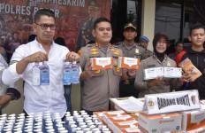 Masker-Hand Sanitizer Ditimbun di Cibinong Bogor, 4 Orang Diamankan - JPNN.com