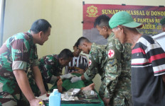 Satgas Yonif 411 Gelar Sunatan Massal di Perbatasan RI-PNG - JPNN.com