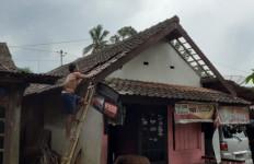 14 Rumah dan Satu SPBU Rusak Disapu Angin Langkisau - JPNN.com