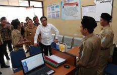 Menteri Halim Tinjau Desa Digital di Purbalingga - JPNN.com