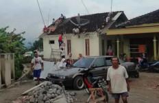 Rumah Warga di Daerah Ini Rusak Akibat Angin Kencang - JPNN.com