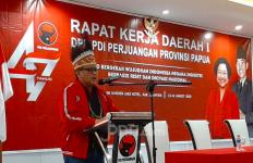 Mama Mega Titip Hoodie dan Pesan untuk Kader Banteng di Papua - JPNN.com