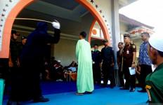 18 Pejudi di Nagan Raya Dihukum Cambuk Sebanyak 20 hingga 23 Kali - JPNN.com