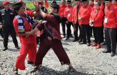 Seni Palang Pintu dan Tari Rampak Bedug Sambut Sekjen PDIP di Rakerda Banten - JPNN.com